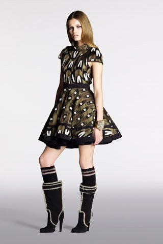Vestido Louis Vuitton: ¿Zoe Saldana o Paris Hilton?