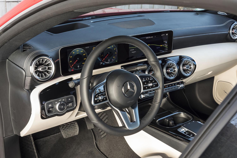 Foto de Mercedes-Benz CLA Coupé 2019, toma de contacto (64/248)
