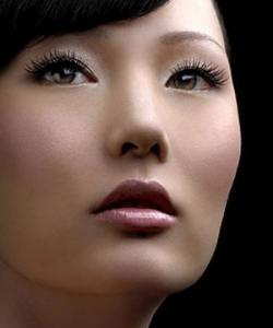 En los salones de belleza blanquean la piel