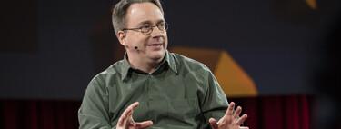 """Linus Torvalds dice que Linux abrazó el open source para separarse un poco de """"las locuras casi religiosas"""" del software libre"""