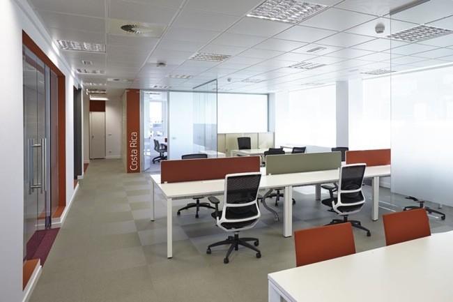 Espacios para trabajar las nuevas oficinas de iberia en for Espacios de oficina