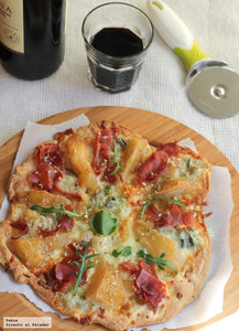 Pizza de pera, jamón y gorgonzola. Receta