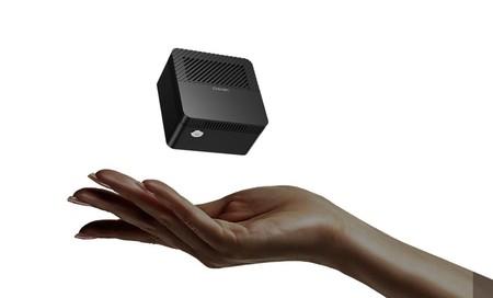 Parece un cargador pero se trata de una micro PC que cabe en la mano, tiene 4K y busca ser la computadora más pequeña del mundo