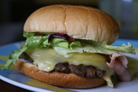 Los alimentos con mucha grasa dan más hambre
