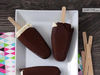 Cómo hacer helados cremosos de vainilla y cobertura de chocolate: receta para un capricho casero de verano