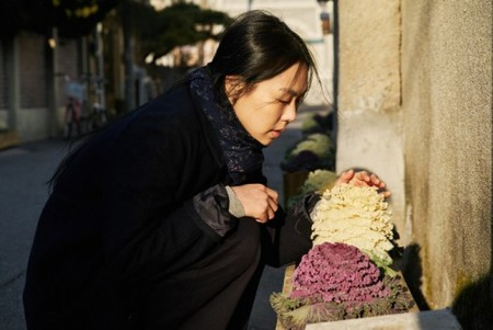 On The Beach At Night Alone Premieres Images Du Hong Sang Soo En Competition A La Berlinale 54636