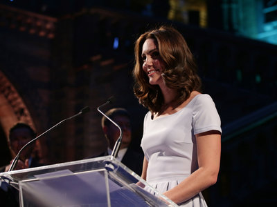 Kate Middleton estrena vestido blanco e intenta hacer sombra a Letizia (sin resultado alguno)