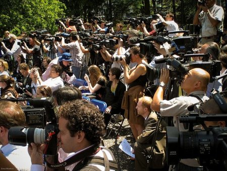 Nace una iniciativa para no cubrir las ruedas de prensa en las que no se pueda preguntar: #sinpreguntasnocobertura