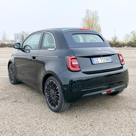 Fiat 500e trasera