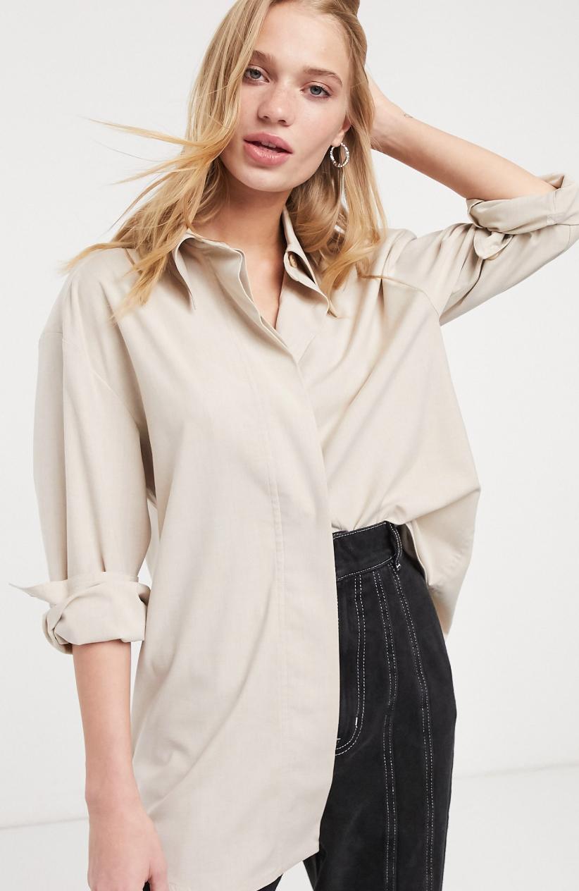 Camisa beis marga con cuello en punta Riya de Weekday