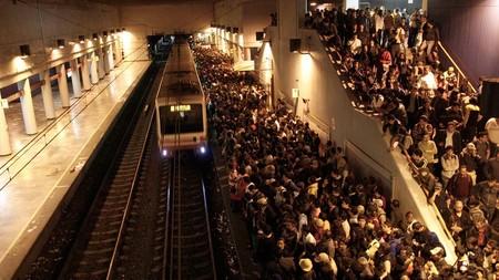 """Los investigadores también estudian a los """"otros"""" pasajeros del Metro de Ciudad de México: las bacterias"""