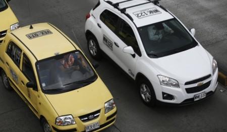 La Secretaría de Movilidad de Bogotá analiza la posibilidad de multar a los usuarios de Uber