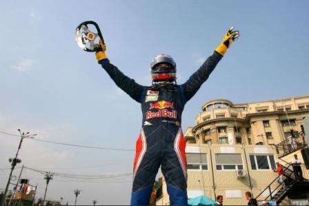 Jaime Alguersuari gana en Bucarest y se jugará el título en la última prueba