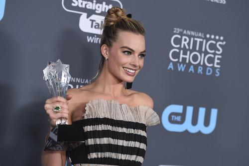 """Los Critics' Choice Awards 2018 sin filtro: todos los looks vistos en la alfombra """"azul"""""""