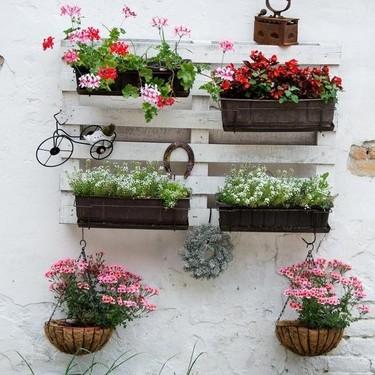 5 ideas para dar vida a tu terraza creando un jardín vertical