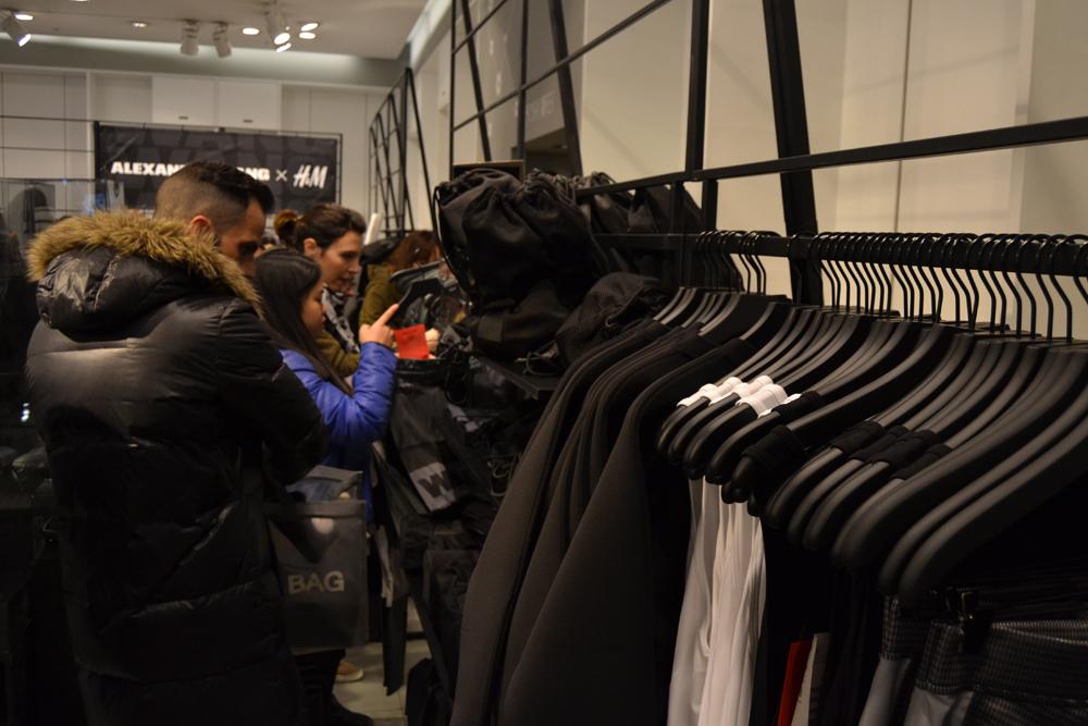 Foto de Alexander Wang x H&M, la colección llega a tienda (Madrid, Gran Vía) (14/27)