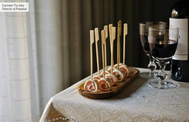 Espirales de salmón ahumado y queso, receta fácil y rápida de aperitivo para el Picoteo del finde