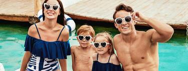 Moda de baño igual para toda la familia: bañadores para mamás, papás e hijos a juego