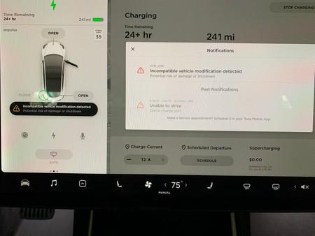 Tesla ya es capaz de pillar a los clientes que piratean sus coches para mejorarlos, y los avisa sutilmente por la pantalla