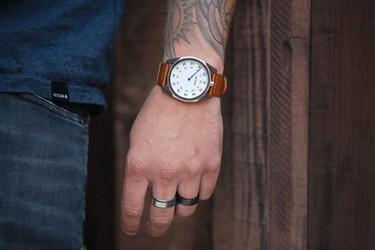 Génesis Leather, el espíritu más vintage en un reloj clásico de Nixon