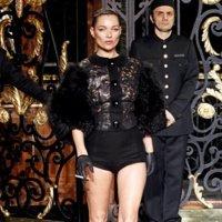 Kate Moss cierra el desfile de Louis Vuitton: ¿la que tuvo retuvo?
