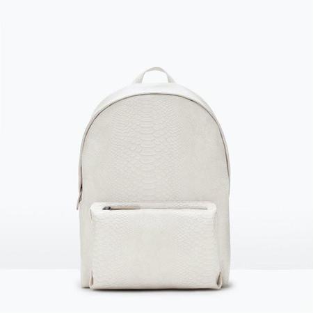 Así da gusto volver al instituto: nos encantan las mochilas de piel de Zara