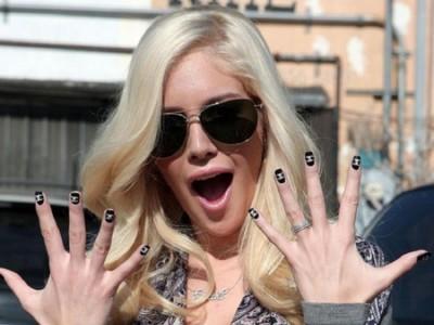 Heidi Montag y sus uñas de Chanel, candidata a Hortera de Bolera de enero