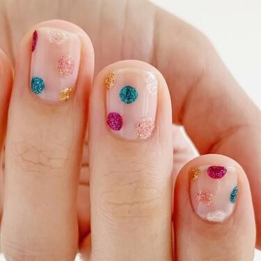 Las uñas se llenan de lunares glitter por Navidad: seis ideas muy fáciles para hacerse esta manicura en casa
