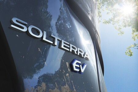 Subaru Solterra Teaser 2