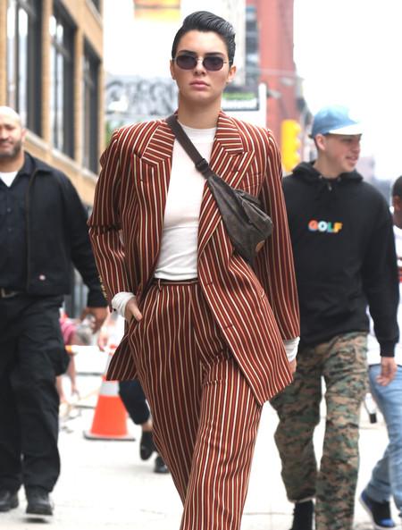 Kendall Jenner se atreve con un traje de hombre por las calles de Nueva York. ¿Nueva tendencia a la vista?