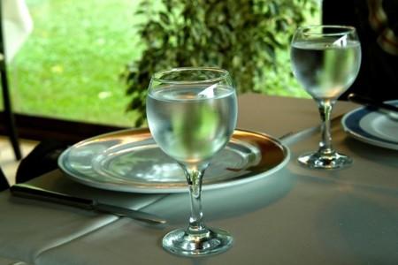 El agua que contienen las bebidas