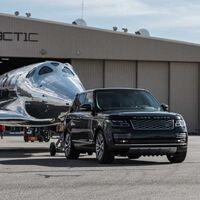 Land Rover reafirma su apuesta por el turismo espacial y seguirá de apoyo logístico para las naves de Virgin Galactic
