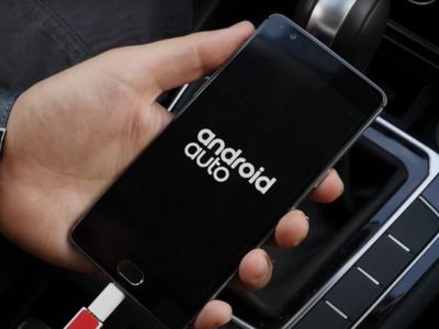 Android Auto ya está disponible para todos los coches usando tu smartphone