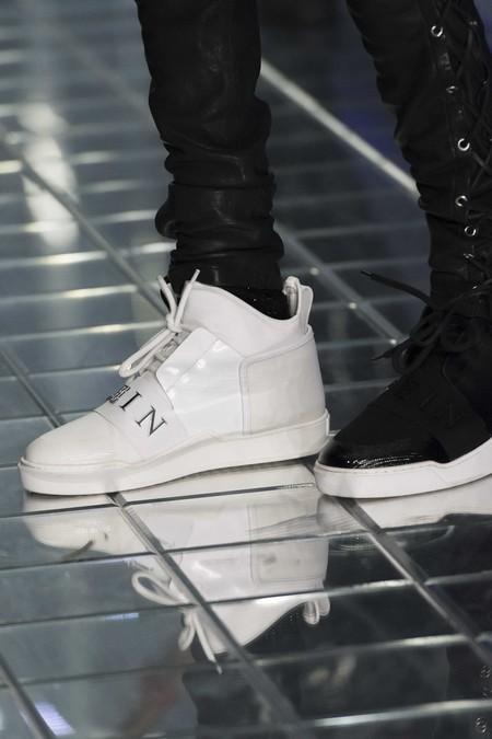 Philipp Plein Le Da Un Giro A Los Sneakers Sumandoles Pantallas En Su Desfile En Milan