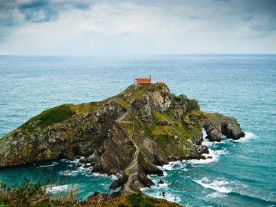 Compañeros de ruta: viajar hasta San Juan de Gaztelugatxe, estudiar astronomía en el sur de Francia o visitar las 17 réplicas de los principales monumentos europeos