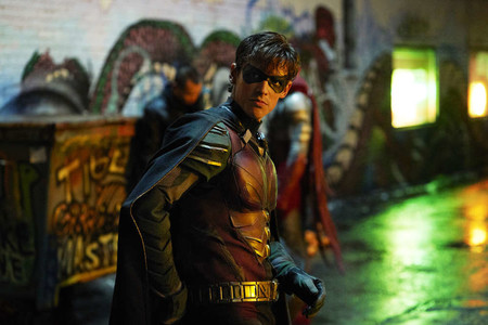 DC renueva 'Titans' antes de su estreno y muestra un primer teaser de 'Harley Quinn'