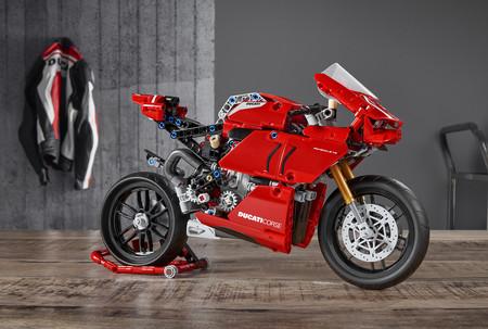 ¡La queremos ya! La Ducati Panigale V4 R de LEGO Technic llegará en junio y costará 60 euros