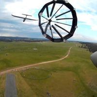 En Australia ya juegan con drones que cargan sus baterías en vuelo