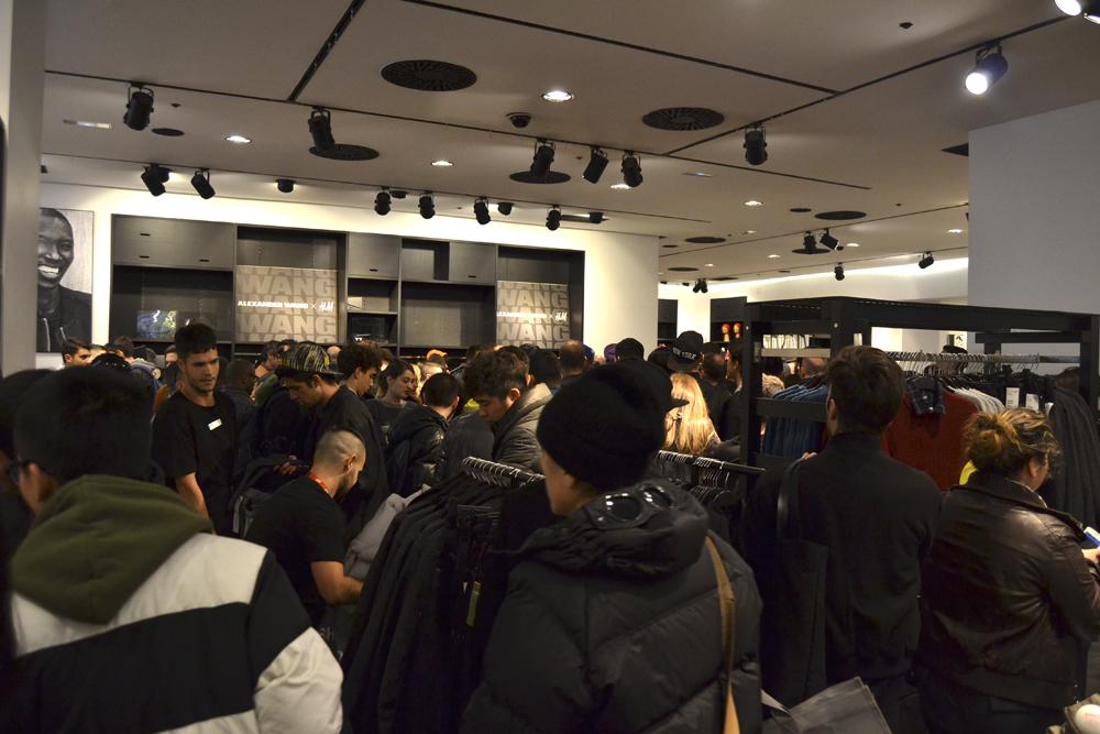 Foto de Alexander Wang x H&M, la colección llega a tienda (Madrid, Gran Vía) (1/27)