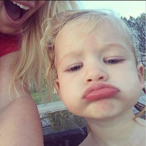 Y el premio al selfie más tierno de la semana es para... ¡La hija de Jessica Simpson!