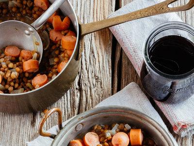 Guiso de lentejas con salchichas. Receta fácil y deliciosa