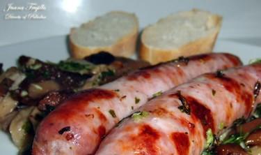 Salchichas frescas con setas. Receta