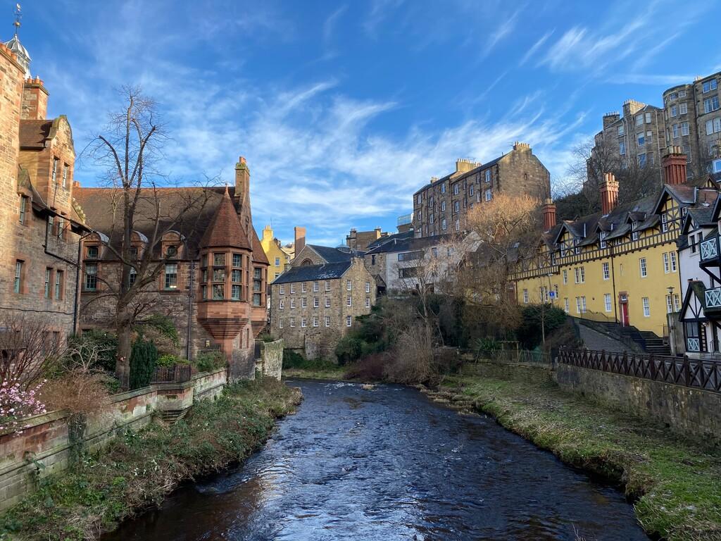 Rescatan un iPhone de un río de Edimburgo, llevaba más de un año sumergido