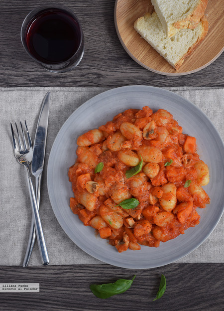 Gnocchi en salsa de boniato con setas. Receta de otoño-invierno