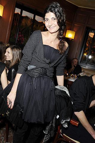 Las mujeres con estilo van de fiesta en la Semana de la Moda de París