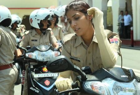 Mujeres Policia Moto India 2