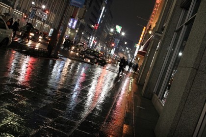 Raining night, pavement... de OiMax