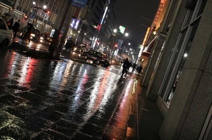 Raining night, pavement... de OiMax