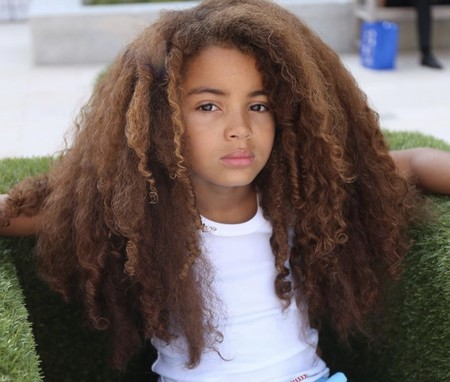 Farouk arrasa en internet por su pelo afro pero no podrá ir al colegio si no se lo corta