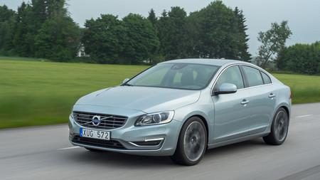 El Volvo S60 estrena motores tetracilíndricos 2.0 T6 y 2.0 D4
